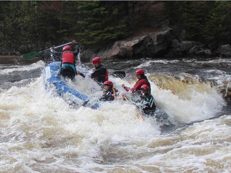 Aventure Quatre Saisons   Rivière-Rouge   Descente en Rafting Printanier 4b1a407a9cdb